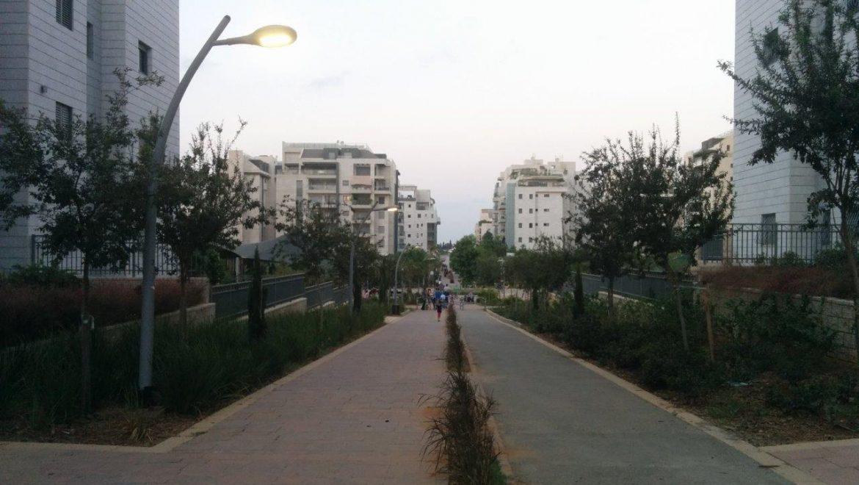 כפר סבא - רחוב הולכי רגל מוגבה (צילום פרטי)