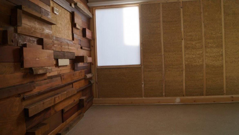 חלון קבוע במשרד AUS – לוח פלסטי במקום זיגוג