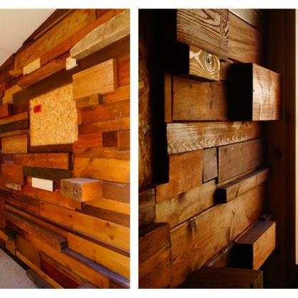 בניית קיר עץ ממוחזר במשרד